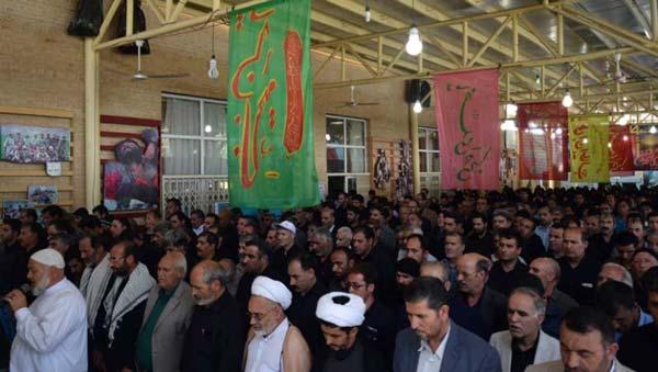 خواندن نماز بر پیکر جانباز شهید توکل عبادی در گلزار شهدای ملارد